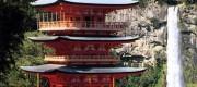 熊野那智大社から青岸渡寺三重塔を望む